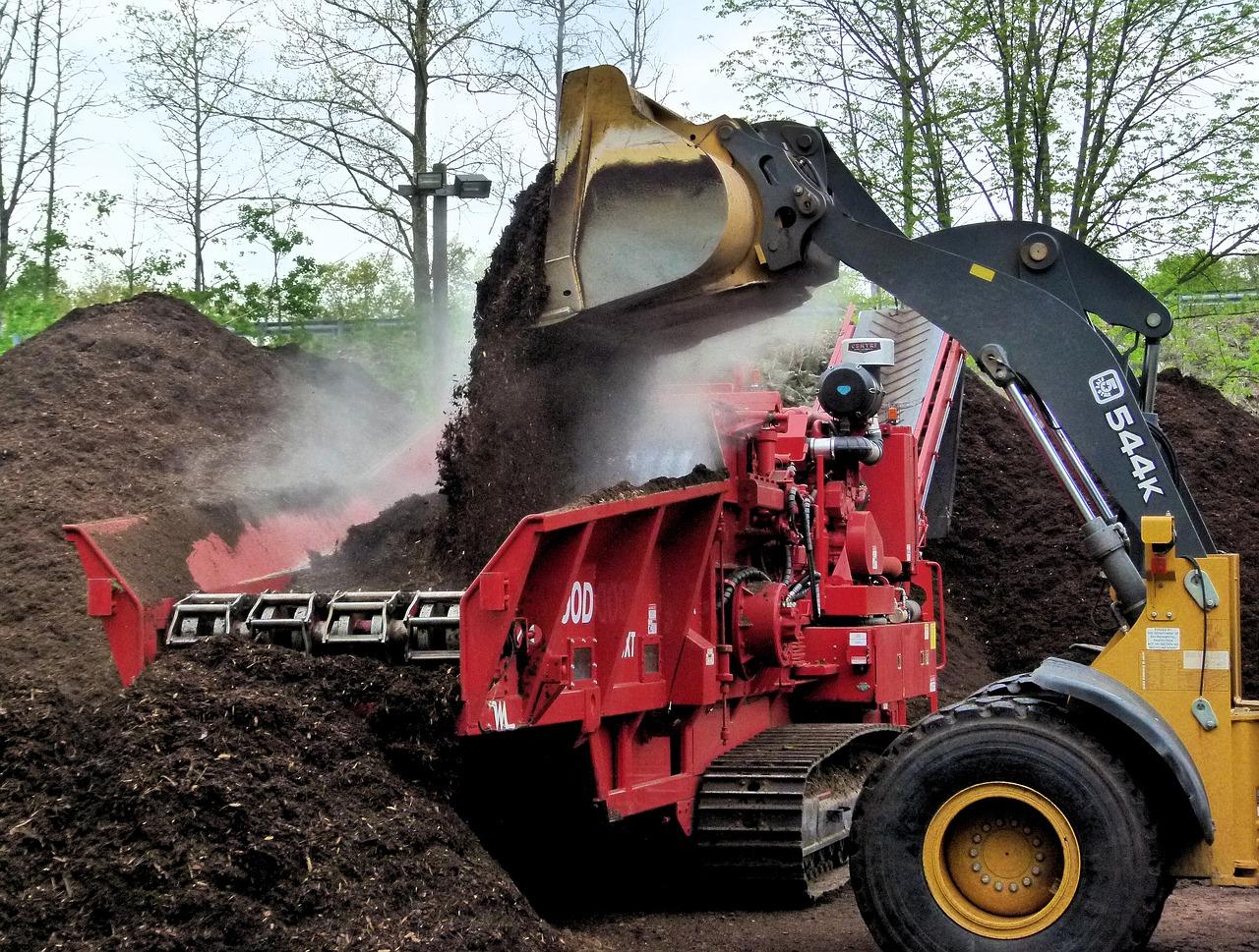 compost-grinder-3389086_1280