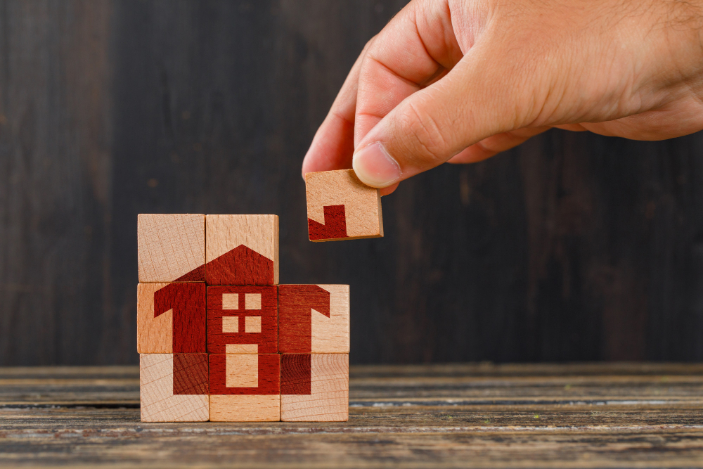 stay-at-home-concept-on-wooden-table-side-view-hand-holding-wooden-cube